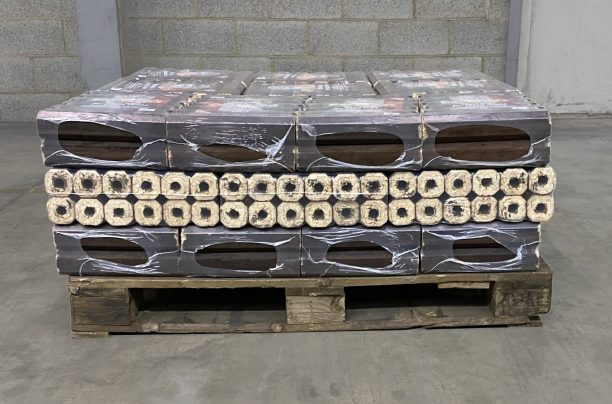 half pallet of lgforno pizza oven logs