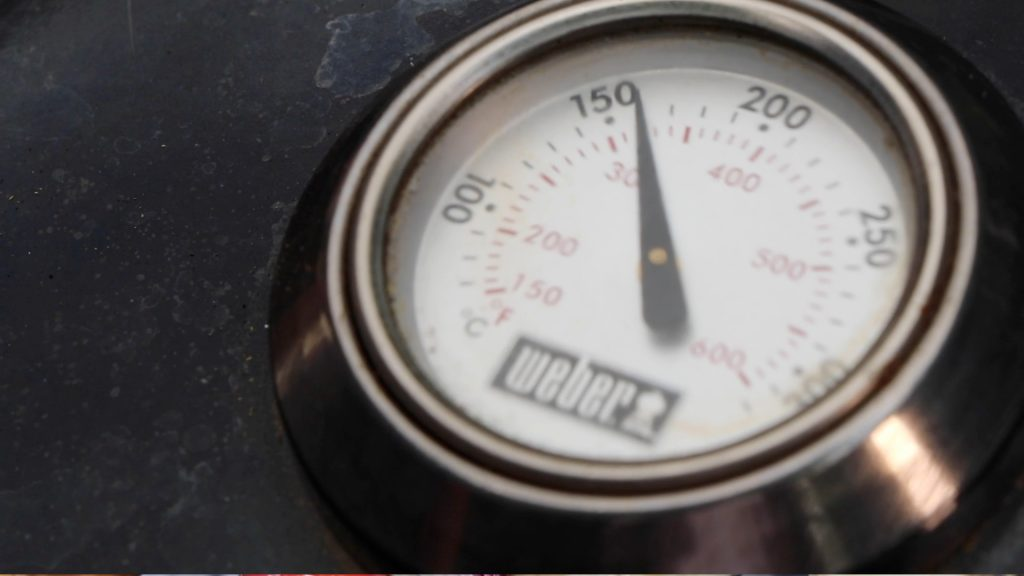 closed bbq lid showing temperature gauge